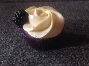 szedres_csokolades_cupcake_vanilas_olasz_vajkremmel-tortaiskola-3