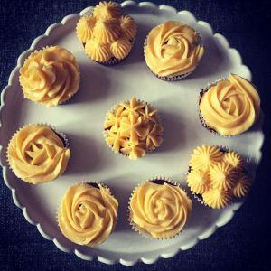 red_velvet_cupcake_diszotes_valentin_nap_tortaiksola-1 (9)