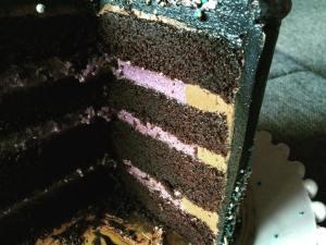 dupla-toltelekes-torta-felvagva-szeder-narancs-csoki-tortaiskola-1 (7)