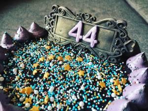 dupla-toltott-torta-fekete-vajkremmel-tortaiksola-1 (3)