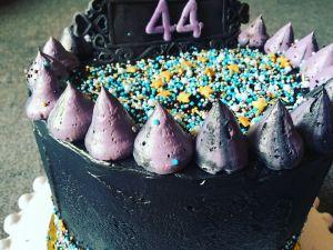 dupla-toltott-torta-fekete-vajkremmel-tortaiksola-1 (4)