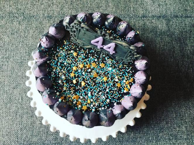 dupla-toltott-torta-fekete-vajkremmel-tortaiksola-1 (5)