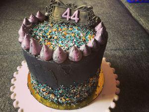 dupla-toltott-torta-fekete-vajkremmel-tortaiksola-1 (8)