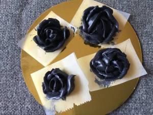 fekete_vajkrem-rozsak-tortaiksola-1 (5)