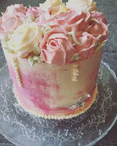 vajkremes-szulinapo-torta-tortaiskola-1 (1)