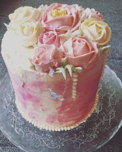 vajkremes-szulinapo-torta-tortaiskola-1 (11)
