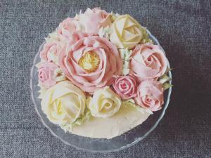 vajkremes-szulinapo-torta-tortaiskola-1 (12)