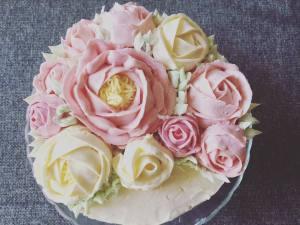 vajkremes-szulinapo-torta-tortaiskola-1 (9)