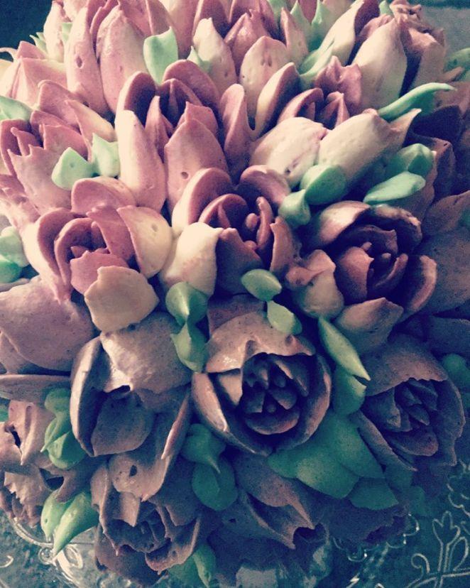 magnolia-dekorcsovel-diszitve-olasz-vajkrem-tortaiskola-1 (1)