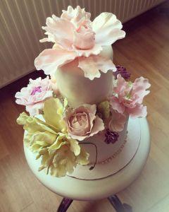 makos-meggyes-habcsoklapos-torta-cukorviragokkal-tortaiskola-glazurshop-1 (1)