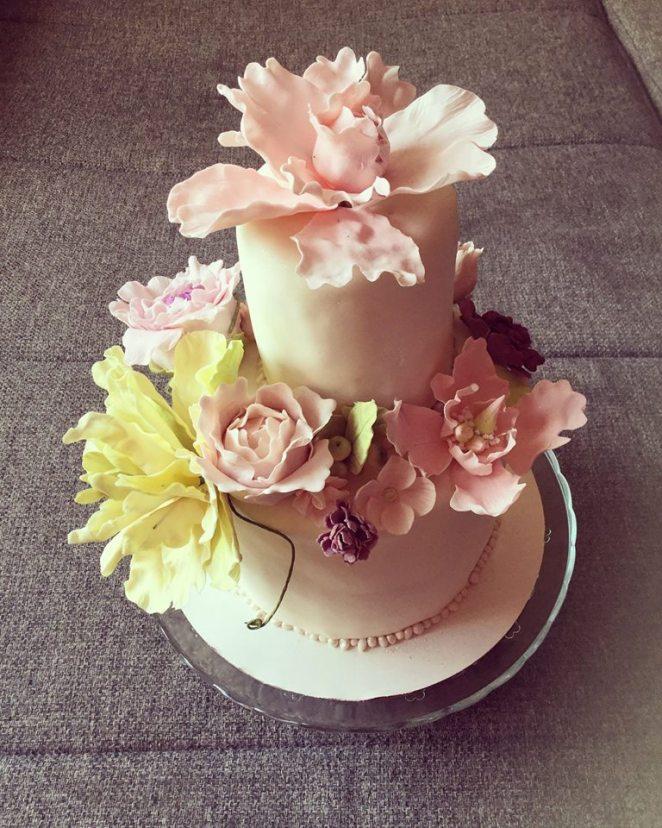 makos-meggyes-habcsoklapos-torta-cukorviragokkal-tortaiskola-glazurshop-1 (10)
