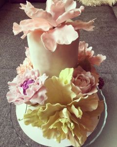 makos-meggyes-habcsoklapos-torta-cukorviragokkal-tortaiskola-glazurshop-1 (2)