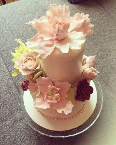 makos-meggyes-habcsoklapos-torta-cukorviragokkal-tortaiskola-glazurshop-1 (3)