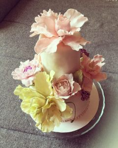 makos-meggyes-habcsoklapos-torta-cukorviragokkal-tortaiskola-glazurshop-1 (5)