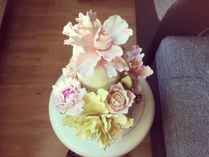 makos-meggyes-habcsoklapos-torta-cukorviragokkal-tortaiskola-glazurshop-1 (9)