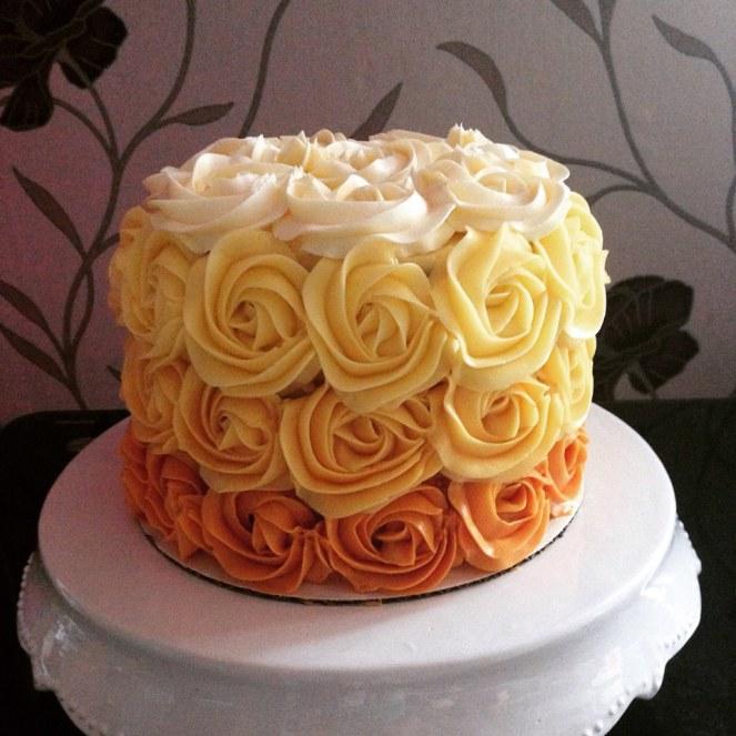 vajkrem-rozettas-torta-glazurshop-tortaiskola